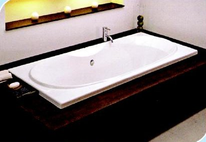 VERSUS Long Bathtub